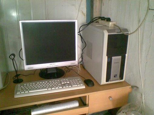 方正品牌机,19寸液晶显示器.